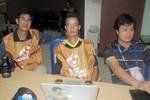 Thương thay phóng viên thể thao Việt Nam tác nghiệp tại AFF Cup