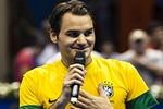 'Tàu tốc hành' Federer trổ tài đá bóng trong màu áo Brazil