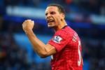 """Cần xử đẹp fan cuồng Man City khiến Ferdinand đổ máu!"""