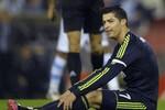 Ronaldo nổ súng nhưng Real thua sốc, Messi có bàn thắng thứ 88