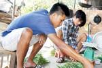Thất nghiệp, cầu thủ Việt về... làm nông