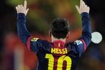 Barca cùng lúc 'trói' Messi, Xavi và Puyol
