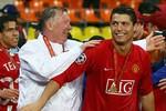 Ronaldo ra sân bay đón Sir Alex Ferguson