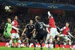 Trọng tài đã 'biếu' Arsenal bàn... an ủi