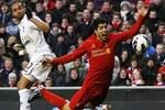 Gareth Bale và Luis Suarez thi 'tài' ăn vạ