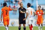 Chân dung vị 'vua áo đen' khiến V-League nổi sóng