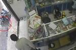 Clip: Xe máy Air Blade lắp đèn báo động vẫn bị lấy cắp
