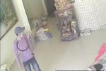 Clip: 5 phút thực hiện trót lọt 2 vụ trộm điện thoại, xe máy