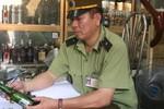 Cận cảnh bia lậu tập kết vào kho bí mật ở Lao Bảo