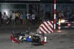 Mất lái xe ô tô du lịch đâm 10 xe máy, 4 người nguy kịch