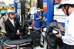 Giá xăng dầu thế giới liên tục giảm, vì sao trong nước vẫn chưa giảm?