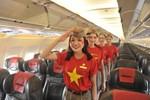 Tiếp viên Vietjet mặc trang phục cờ đỏ sao vàng mừng ngày Quốc khánh 2/9