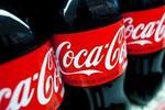 """Hầu tòa, Coca Cola vô tình """"lộ"""" công nghệ đóng gói không an toàn"""