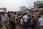 Hà Nội: Vượt rào chắn, một người tử vong vì bị tàu đâm