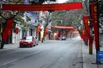 Ngắm 36 phố phường Hà Nội không tiếng còi xe sáng mùng 1 Tết