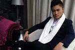 Ca sĩ Duy Khánh bị 'bốc hơi' gần 100 triệu khi rủ fan nữ về nhà chơi