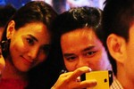 Trang Nhung 'quấn quýt không rời' với bạn trai mới