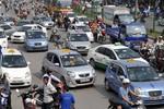 Doanh nghiệp taxi chưa giảm giá cước chỉ vì thủ tục rườm rà?