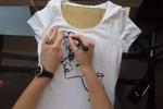 'Bôi vẽ' chiếc áo phông trắng của bạn