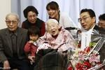 Người già nhất thế giới chia sẻ 13 bí quyết để sống lâu