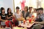 Hoàng Thùy Linh gặp mặt fan ở vỉa hè Đà Nẵng