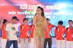 Hoàng Thùy Linh 'bốc lửa' tại Nha Trang