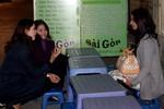 Hoa hậu biển Nguyễn Thị Loan bán ốc nóng vỉa hè