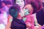 Jennifer Phạm hôn thắm thiết Bảo Nam giữa lễ cưới