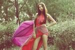 Hình ảnh gợi cảm Đàm Thu Trang trong MV mới