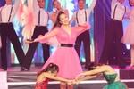 Khánh Thi trẻ trung với váy hồng
