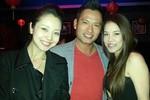Vợ chồng Jennifer Phạm xuất ngoại đón Valentine