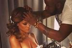 Rihanna tự tung ảnh nóng