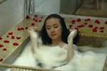 'Lố bịch' như Phương Trinh, Hoàng Oanh tắm trần