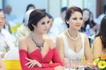 Hoa hậu Ngọc Hân, Trần Thị Quỳnh đọ gợi cảm