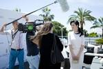 Truyền hình nước ngoài phỏng vấn Lý Nhã Kỳ ở Cannes