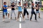 Nhóm thanh niên dùng Gangnam Style 'đại náo' đường phố