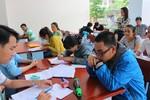 Cả học trò lẫn cha mẹ mệt mỏi, áp lực với đăng kí xét Đại học, Cao đẳng