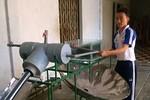 Học sinh lớp 12 chế tạo máy chưng cất nước mặn dùng năng lượng mặt trời