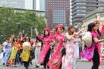 """Lễ hội văn hóa tại Đức: Đoàn Việt Nam trong """"vòng vây"""" của người hâm mộ"""