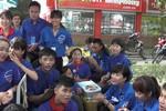 Màu áo xanh đồng hành cùng mùa thi giúp thí sinh, phụ huynh ấm lòng