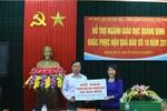 Bộ Giáo dục trao 1 tỷ đồng hỗ trợ Quảng Bình, Hà Tĩnh thiệt hại sau bão số 10