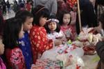 """Thầy trò trường Everest tổ chức """"hội chợ Xuân"""" đem quà đến cho học sinh nghèo"""