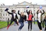 Nhận học bổng tại hai trường lâu đời của Ireland