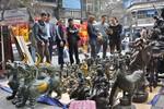 Hà Nội: Chợ hoa truyền thống Hàng Lược tràn ngập đồ đồng và hoa nhựa