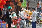 Hà Nội: Người dân hối hả với công việc đưa Ông Táo lên trời