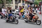 Hà Nội: Người dân thản nhiên vi phạm giao thông ở trên khu vực phố cổ
