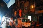 Hà Nội: Xe ben kéo đổ cột điện, người dân tá loạn bỏ chạy