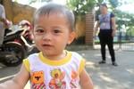 Mẹ của cháu bé bị bỏ rơi ở bến xe Giáp Bát đã ân hận, đến nhận lại con