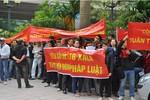 Hàng trăm cư dân bao vây sàn giao dịch chung cư Đại Thanh