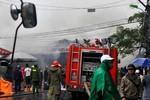 Toàn cảnh vụ cháy chợ Nhà Xanh, gần 20 ki-ốt bị thiêu rụi